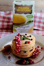 Pancake di polenta integrale con mirtilli e ribes rosso ricetta il mio saper fare