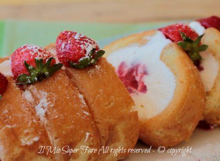 Tiramisù arrotolato fragole e crema bianca ricetta senza cottura