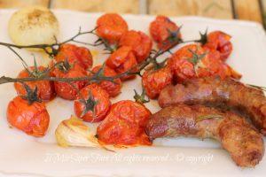 Salsiccia al forno con pomodorini ricetta facile | Il Mio Saper Fare