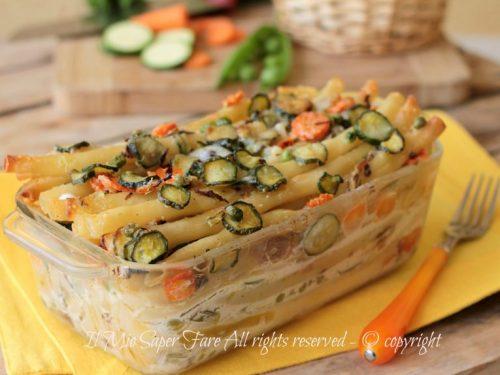 Zitoni al gratin con verdure dell'orto | Timballo di pasta con verdure