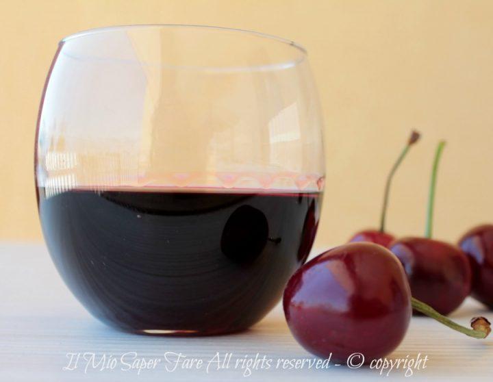 Liquore di ciliegie Cherry fatto in casa ricetta il mio saper fare