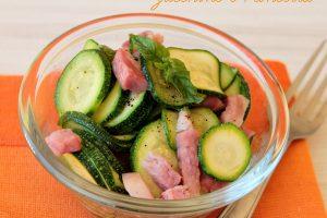 Zucchine e pancetta in padella condimento per pasta e non solo