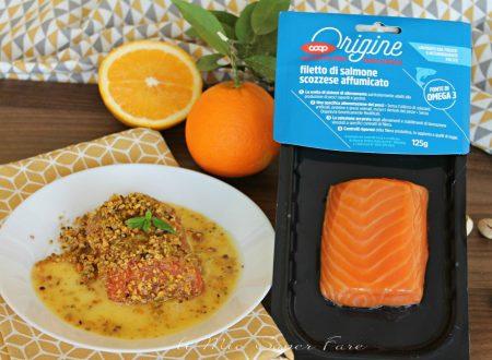 Salmone affumicato in crosta di pistacchi con salsa all'arancia