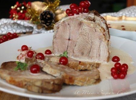 Arrosto di maiale alla panna con ribes rosso morbido e succoso