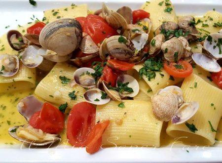 Paccheri vongole e pomodorini ricetta facile e gustosa
