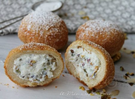 Iris con crema di ricotta dolce fritto siciliano