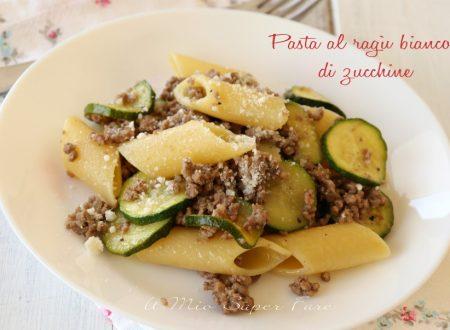 Pasta al ragù bianco di zucchine ricetta facile e veloce