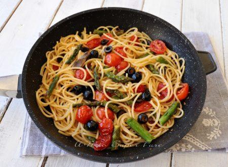 Puttanesca di asparagi con pasta