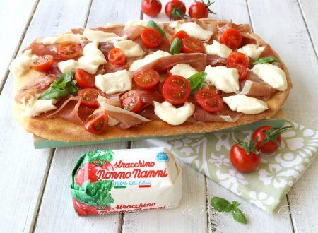 Pizza con stracchino e prosciutto crudo