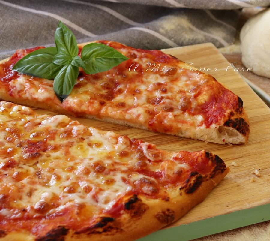 Pizza cotta su pietra refrattaria nel forno elettrico di casa - Forno con pietra refrattaria ...