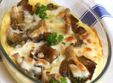 Pizza di polenta con funghi e scamorza