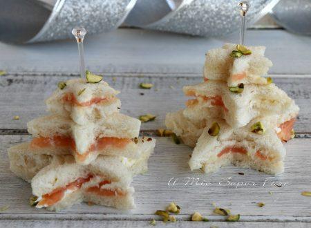 Tartine natalizie al salmone