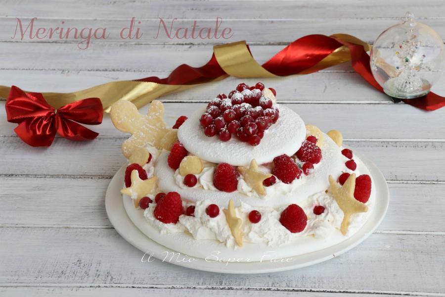 Meringa di Natale con panna e frutti rossi ricetta il mio saper fare