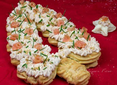 Albero di Natale eclair salato al salmone