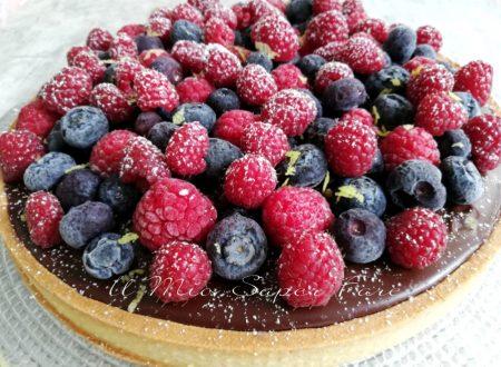 Crostata con crema Namelaka torta golosa con more e mirtilli