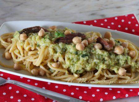 Pasta con crema di ceci e zucchine