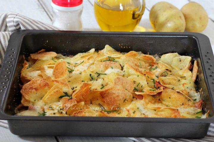 Sfoglie di patate croccanti in teglia al prosciutto cotto e mozzarella ricetta il mio saper fare