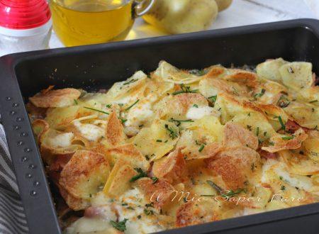 Sfoglie di patate croccanti in teglia al prosciutto cotto e mozzarella