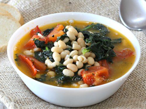 Zuppa di cavolo nero con fagioli  e pomodorini