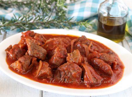 SPEZZATINO al SUGO ricetta secondo piatto e condimento per PASTA