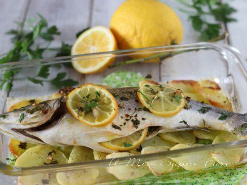 SPIGOLA al FORNO con PATATE e LIMONE ricetta facile