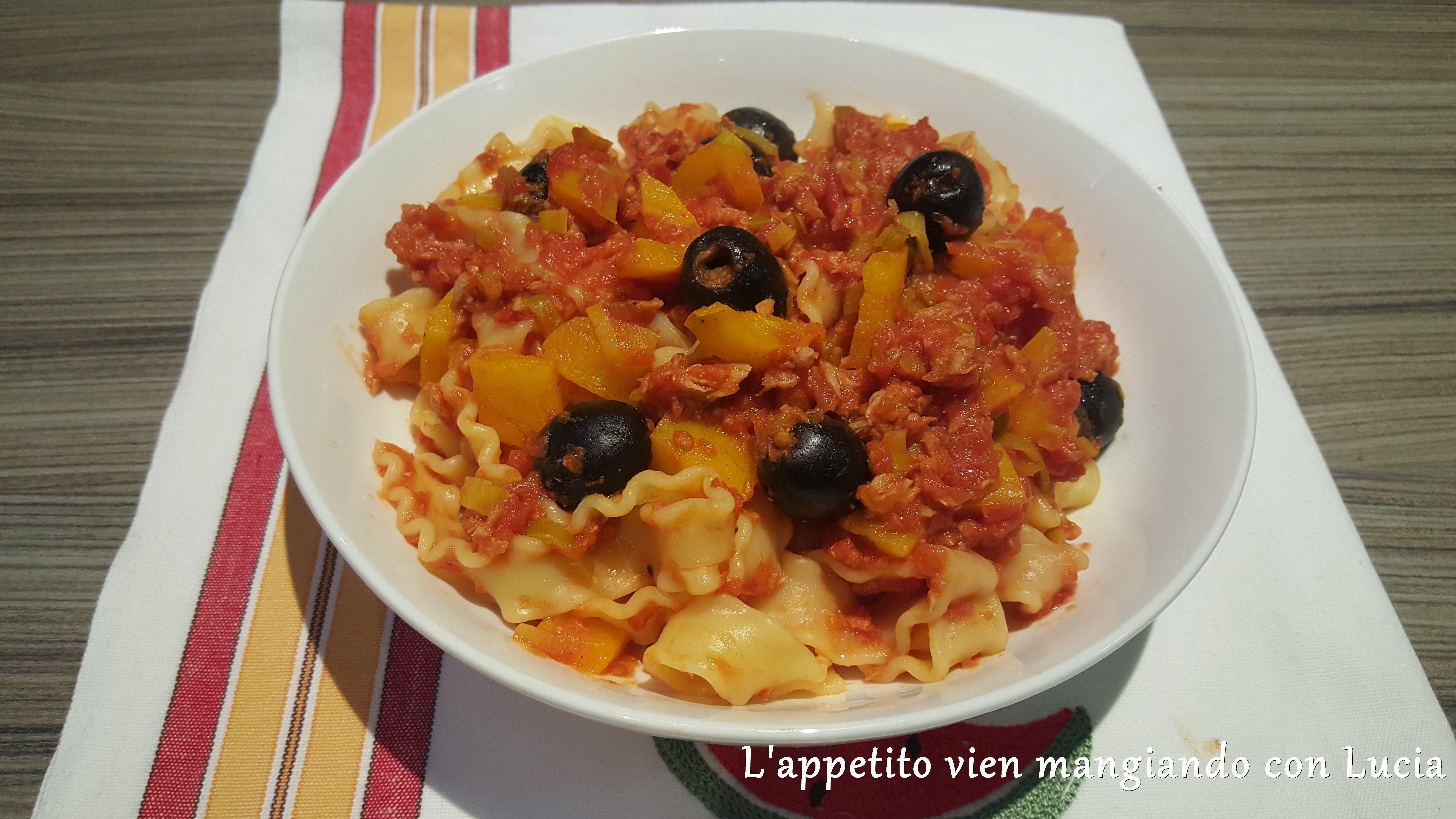 Reginette napoletane con sugo di tonno olive e peperoni for Ricette barilla