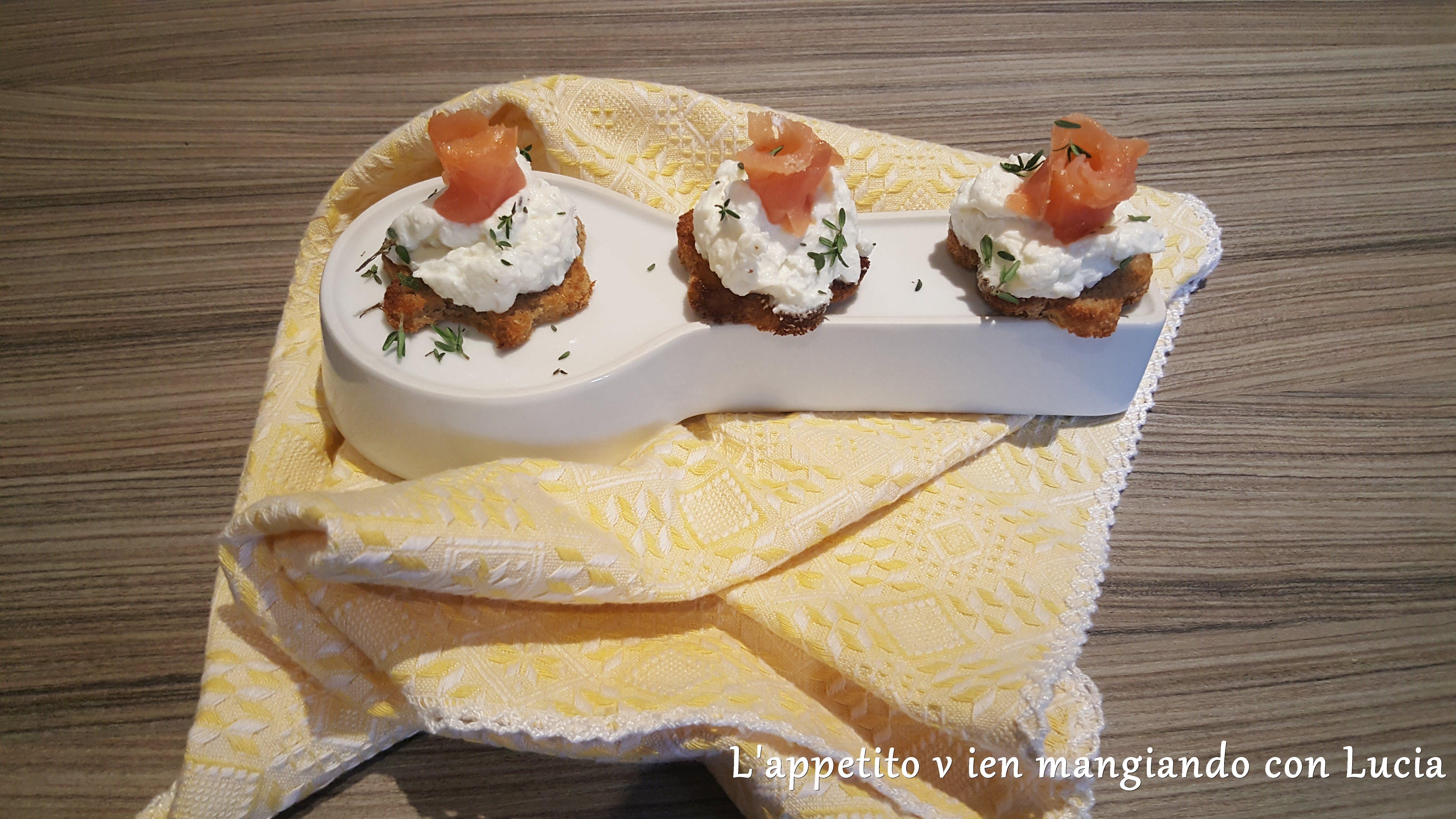 Crostini di segale al salmone