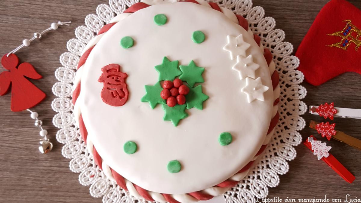 Torta di Natale con crema di mandorle e amaretti