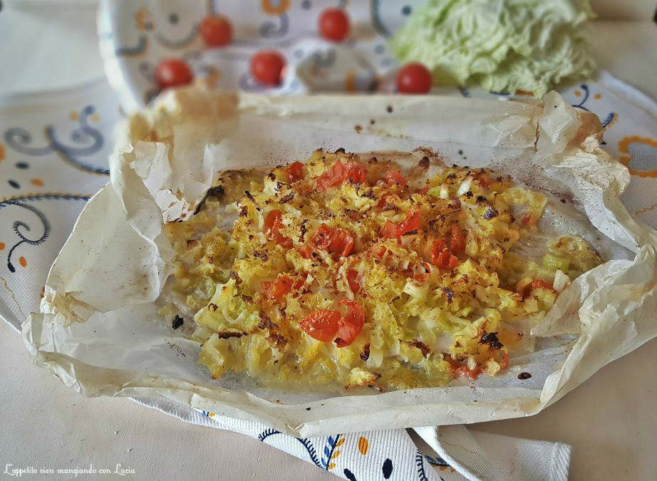 Platessa al cartoccio con pomodorini e cavolo verza