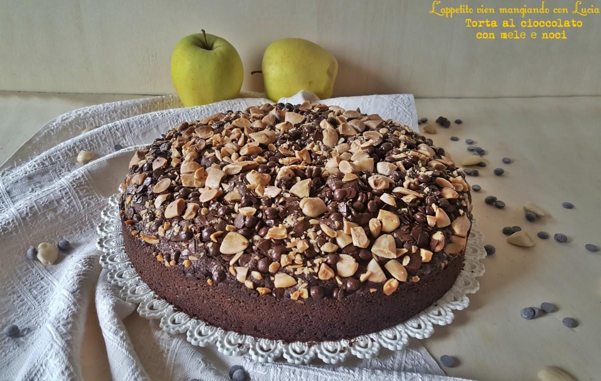 Torta al cioccolato con mele e mandorle