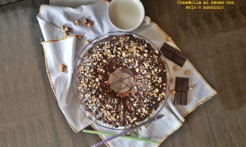 Ciambella al cacao con mele e nocciole