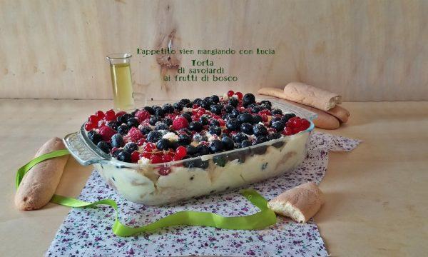 Torta di savoiardi ai frutti di bosco