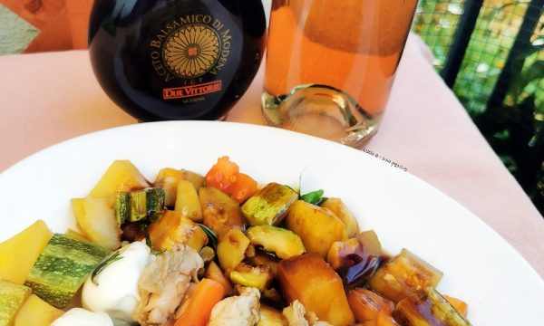 Spiedini di quaglia estivi con insalata di patate e zucchine ed aceto balsamico