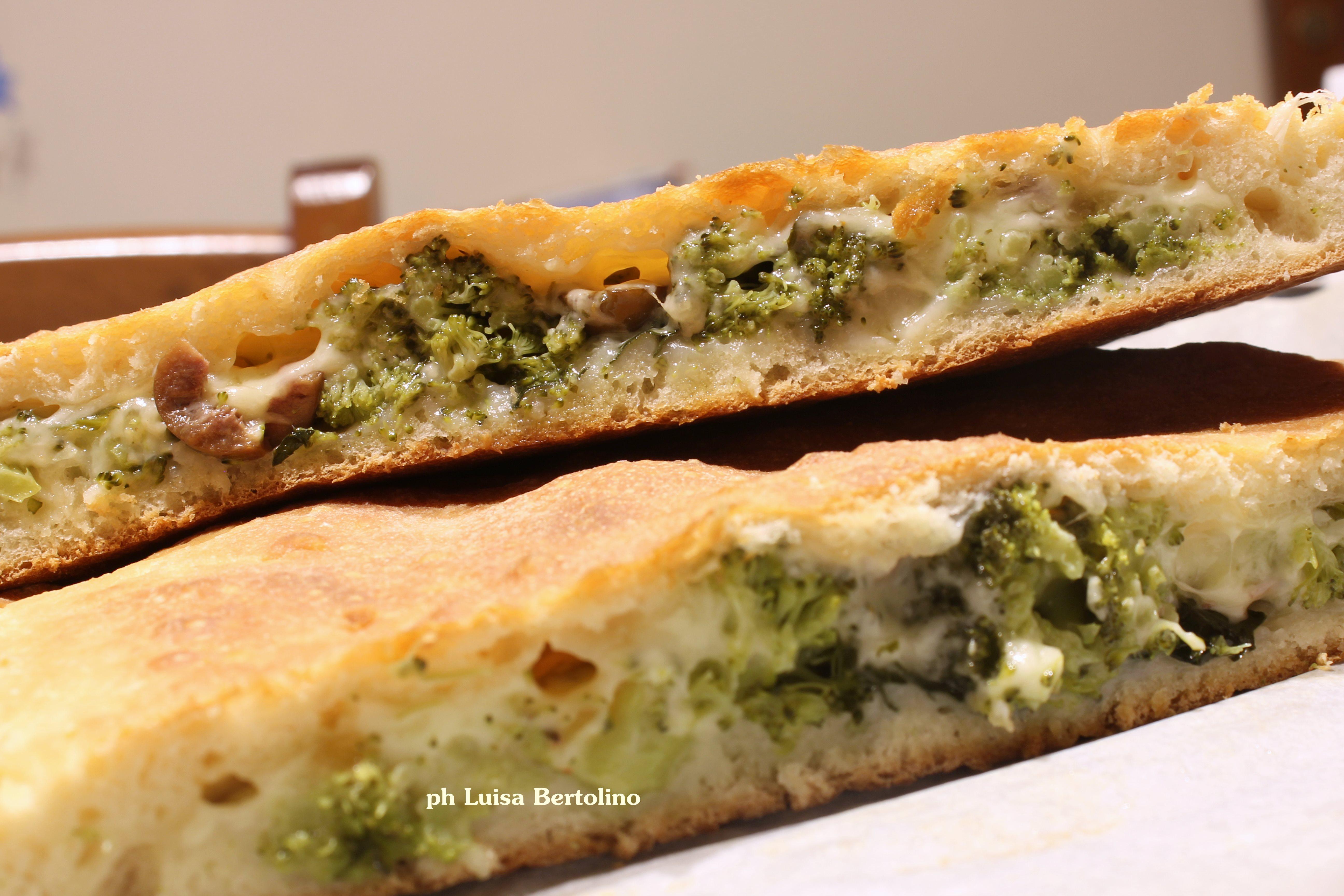 Scacciata siciliana con i broccoletti ( impasto con lievito madre)