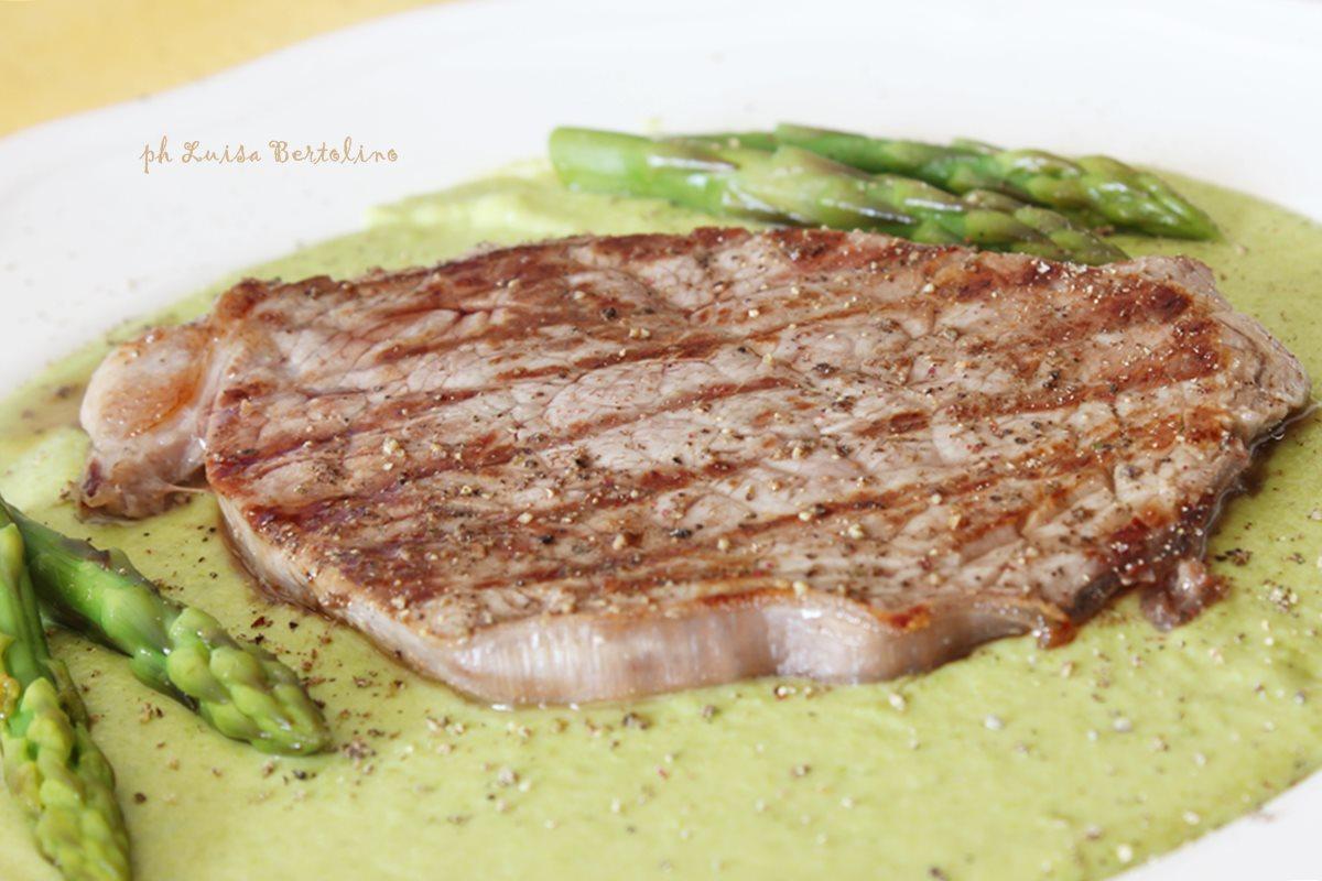 Filetto su crema di asparagi