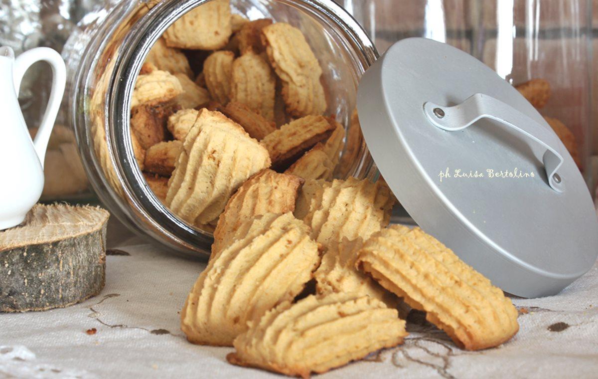 Biscotti tipo novellini al miele