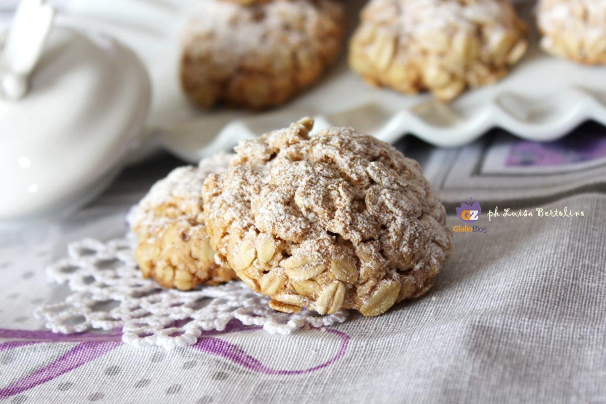 Una croccante panatura di fiocchi d'avena avvolgono un morbido biscotto profumato alla cannella;ideali sia per la colazione ,sia per la merenda o per ogni altro momento della giornata in cui vogliamo regalarci una dolce coccola senza troppi rimorsi ;)
