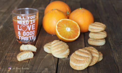 Frollini a ventaglio profumati all'arancia