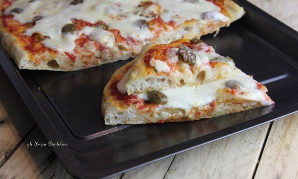 Pizza in teglia con lievito madre a lunga lievitazione