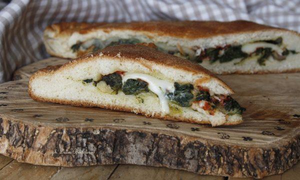 Scacciata catanese con spinaci e mozzarella