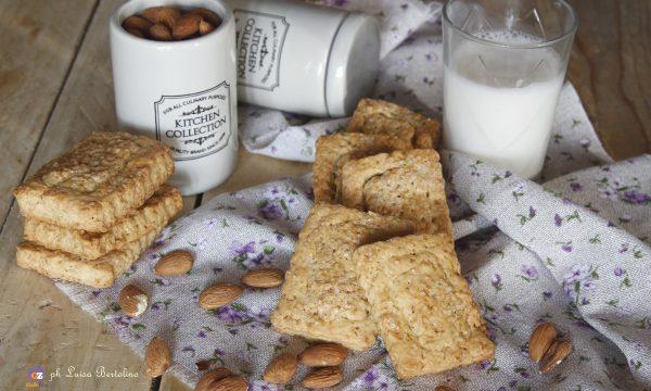 Biscotti al latte di mandorla