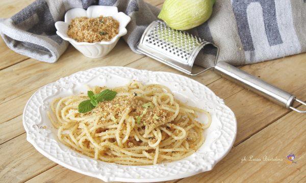 Spaghetti con acciughe profumati al limone