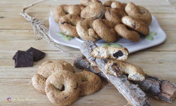 Biscotti integrali con cioccolato fondente
