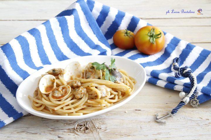 Spaghetti con le vongole al pomodoro