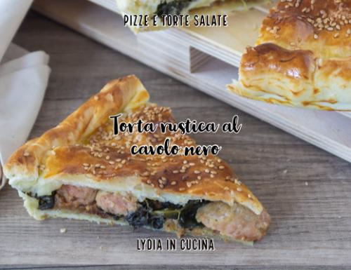Torta rustica al cavolo nero con salsiccia e provolone