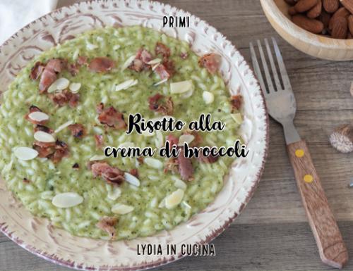 Risotto alla crema di broccoli con speck e mandorle