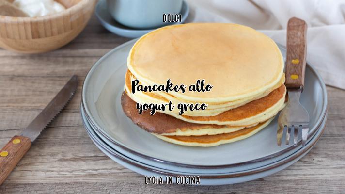 Pancakes allo yogurt greco senza burro né olio