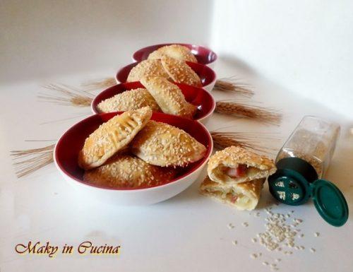 Mini calzoni ripieni con patate e pancetta