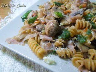 Pasta integrale funghi e prosciutto