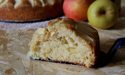 Torta di mele al latte caldo e miele
